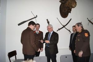 Ehrenzeichen für 25-jährige Tätigkeit an HBM Johann Schneeberger
