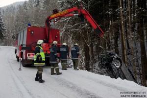 Fahrzeugbergung St. Georgen/Klaus [Foto: Martin Steinbach, NÖN Ybbstal]