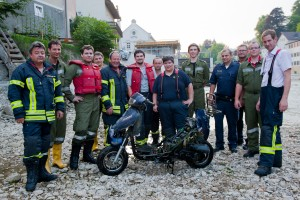 Mopedbergung aus der Ybbs (c) Martin Steinbach / NÖN Ybbstal